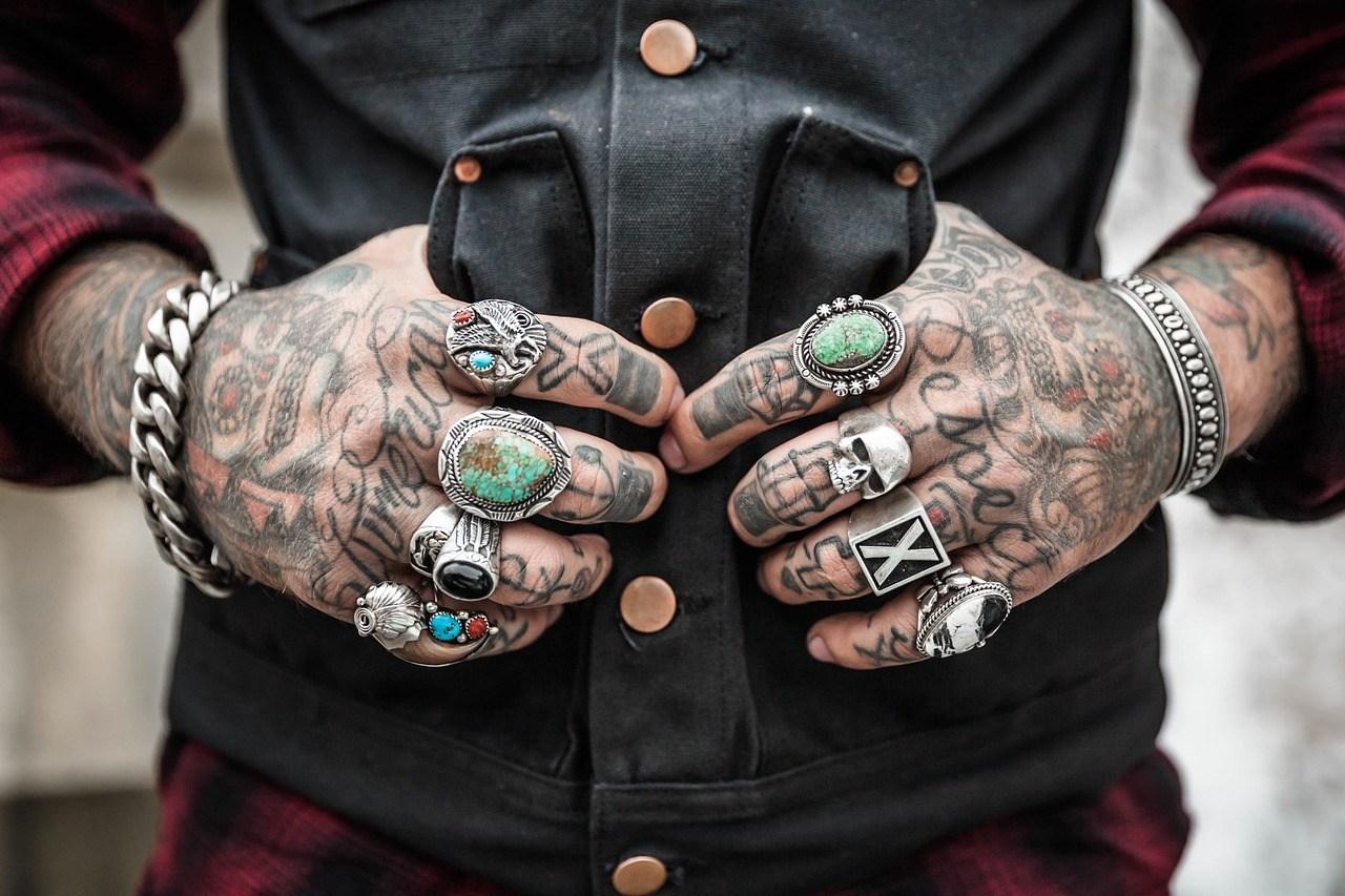 hands-1031131_1280